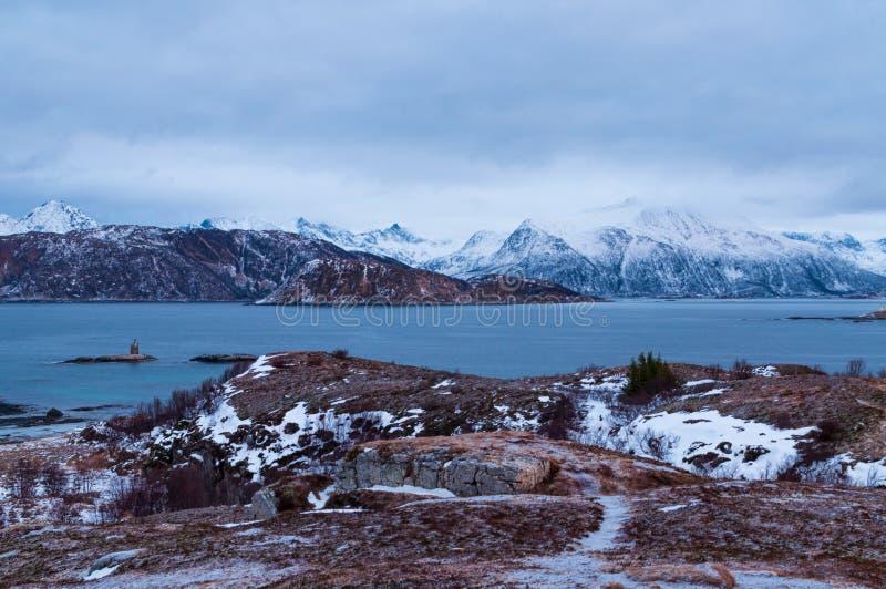 Vista sul mare scenica in Sommaroy, Norvegia fotografie stock libere da diritti