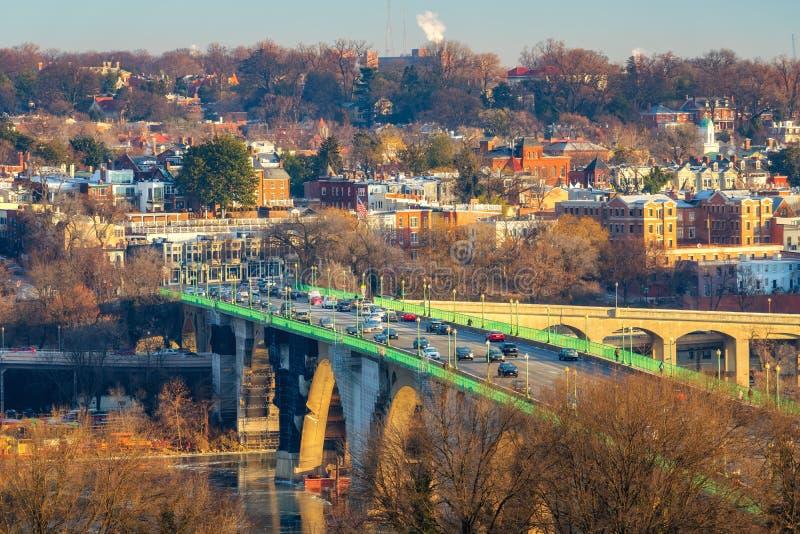 Vista sul ponte chiave in Washington DC alla mattina di inverno immagine stock
