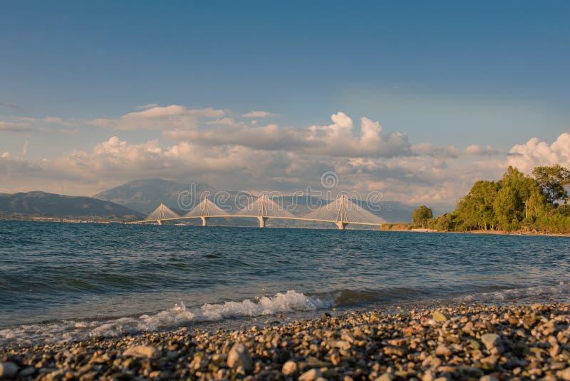 Vista sul ponte di Rion-Antirion vicino a Patrasso, Grecia immagine stock
