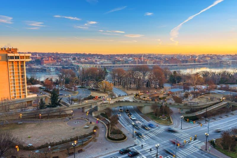 Vista sul ponte e sul fiume Potomac chiave in Washington DC alla mattina di inverno fotografia stock