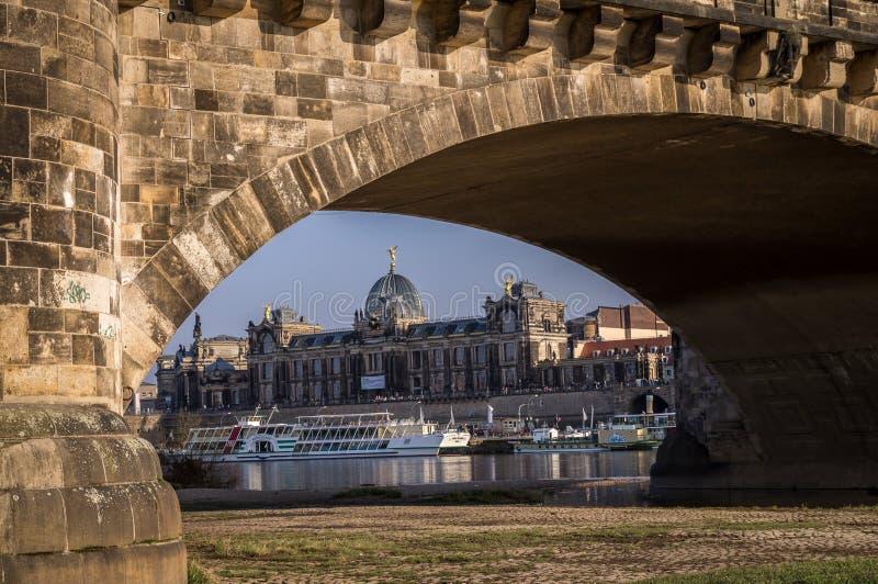 Vista sull'accademia delle belle arti a Dresda, Germania immagini stock libere da diritti