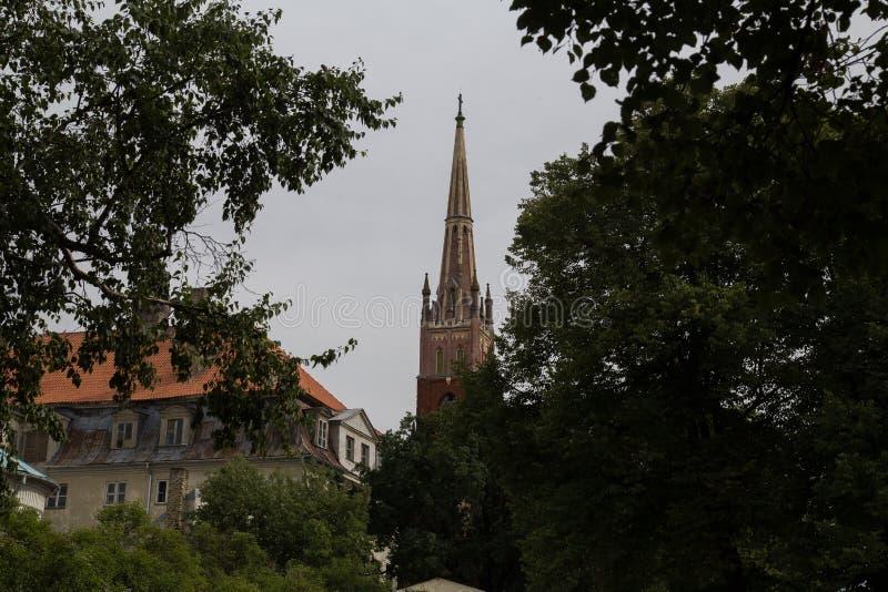 Vista sulla chiesa a Riga, Lettonia fotografia stock libera da diritti