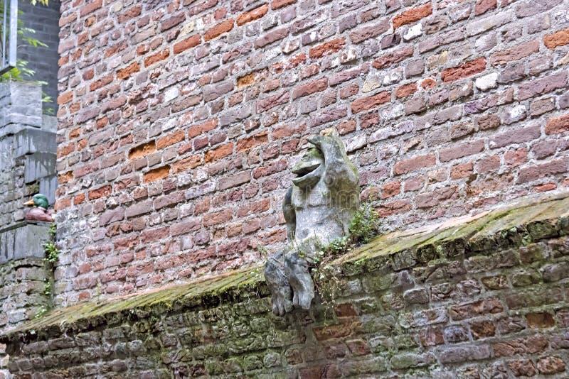 Vista sulla parete dalla barca, Den Bosch, Paesi Bassi fotografie stock