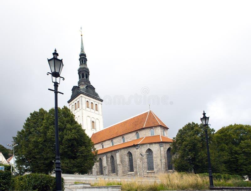 Vista sulla st Nicholas Church Niguliste Vecchia città, Tallinn, Estonia fotografia stock