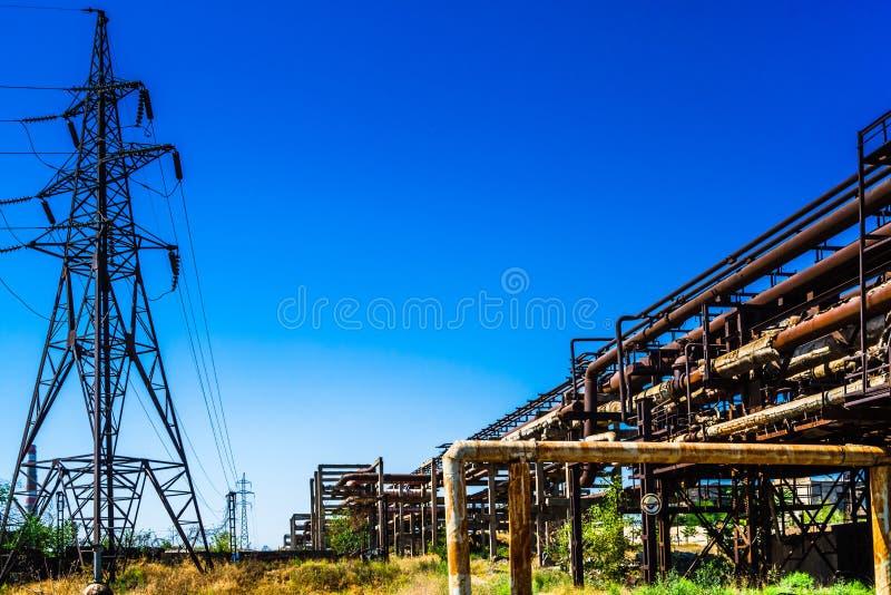 Vista sulle rovine di vecchi factorys nella città di Yerewan, Armenia fotografia stock