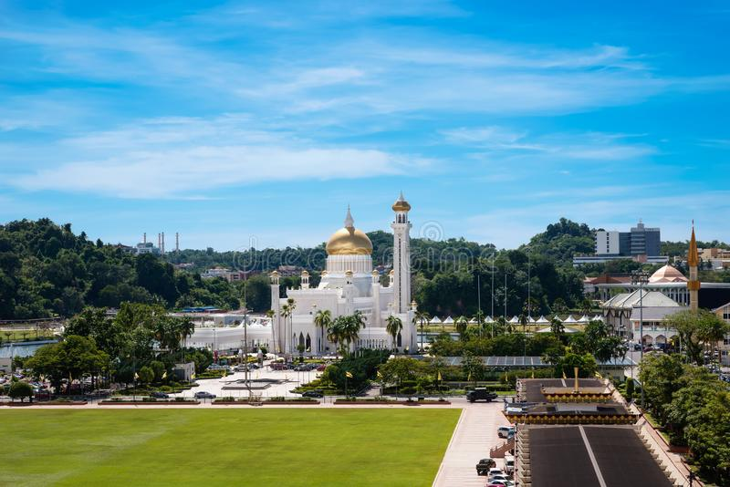 Vista a Sultan Omar Ali Saifuddin Mosque em Brunei Darussalam Darussalam imagens de stock