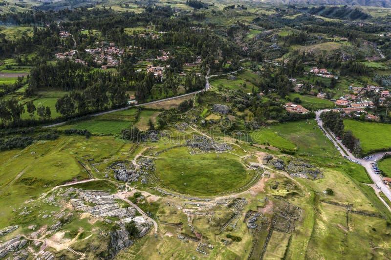 Vista superior aérea das ruínas do inca de Sacsayhuama imagem de stock royalty free