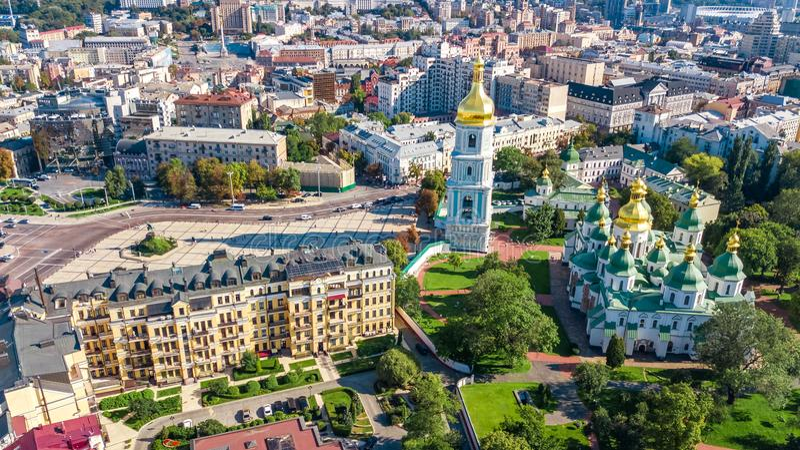 Vista superior aérea del horizonte de la catedral del St Sophia y de la ciudad de Kiev desde arriba, paisaje urbano de Kyiv, Ucra fotografía de archivo libre de regalías