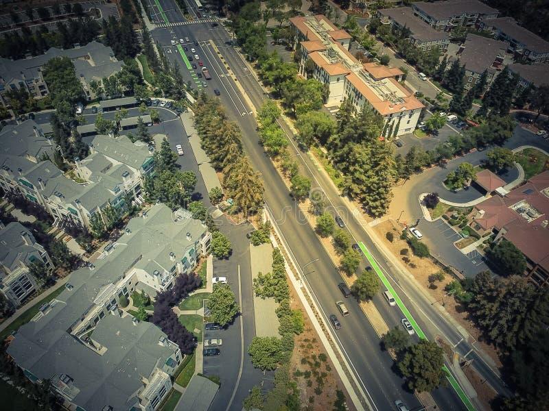 Vista superior Cupertino e estrada de Wolfe, Silicon Valley, Califórnia fotos de stock