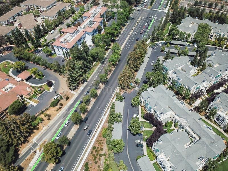 Vista superior Cupertino e estrada de Wolfe, Silicon Valley, Califórnia imagens de stock