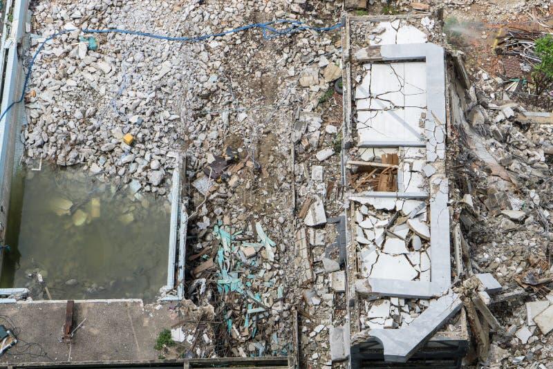 Vista superior da área de dano, do impacto e da construção do colapso imagem de stock royalty free