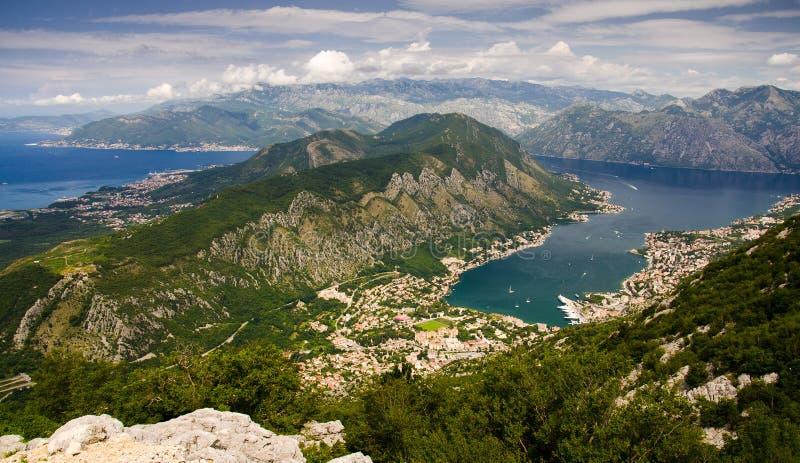 Vista superior da baía de Boka Kotor e Kotor da montanha de Lovcen, Monte imagens de stock royalty free