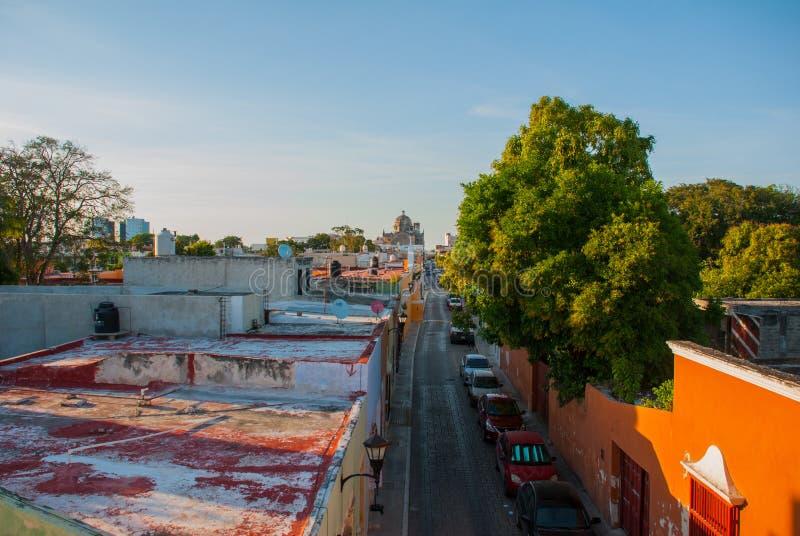 Vista superior da cidade colorida San Francisco de Campeche Arquitetura colonial bonita no centro histórico de Campeche, Mexic fotos de stock royalty free