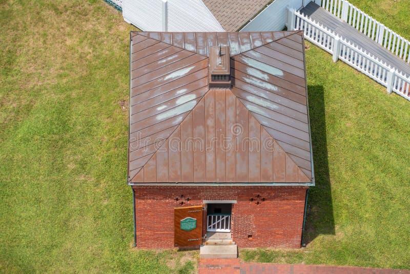 Vista superior da construção clara histórica da estação do farol imagem de stock