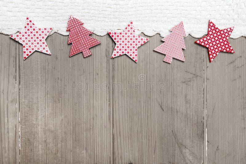 A vista superior da decoração da estrela e do pinheiro com faz crochê a tira imagem de stock royalty free