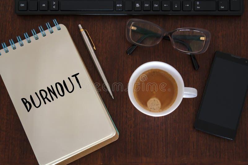 Vista superior da mesa de escritório com a palavra da neutralização escrita no caderno fotos de stock