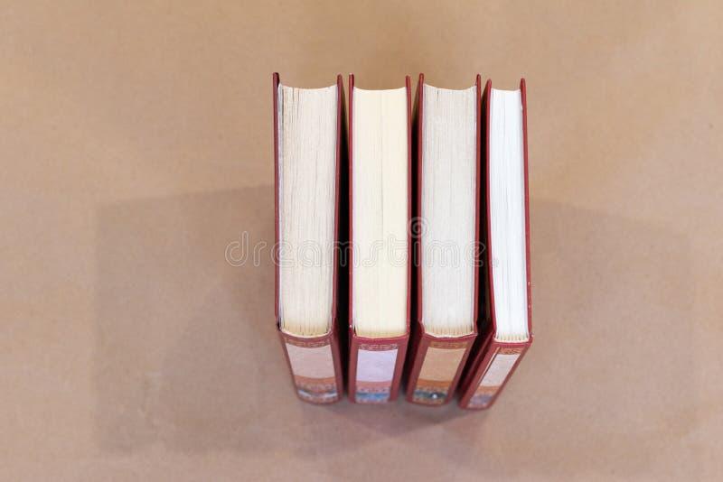 Vista superior da pilha de livros fotografia de stock