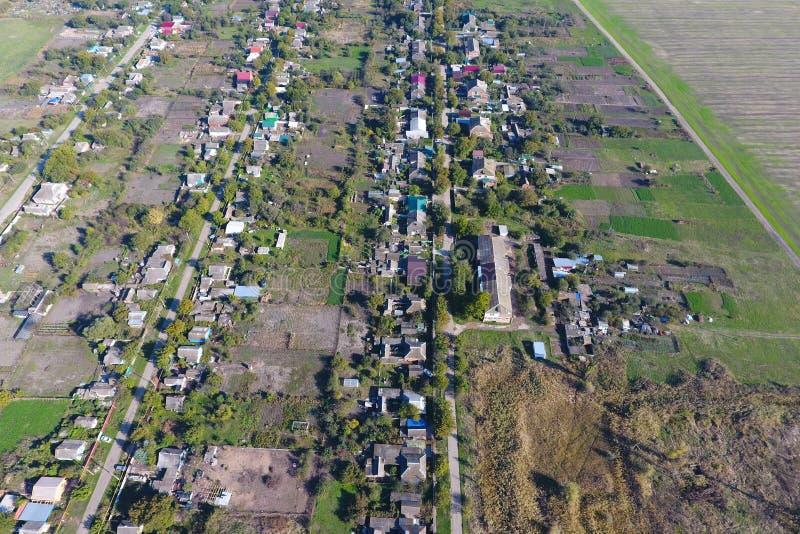 Vista superior da vila Um pode ver os telhados das casas e imagem de stock royalty free