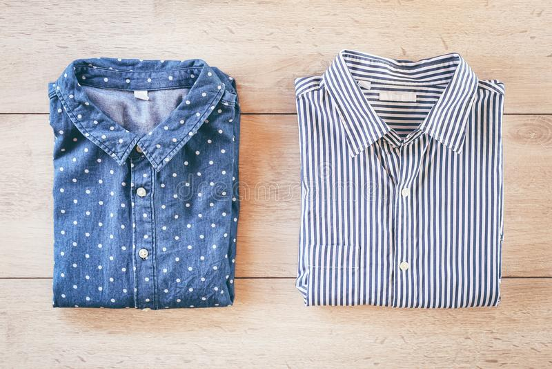 Vista superior das camisas fotos de stock