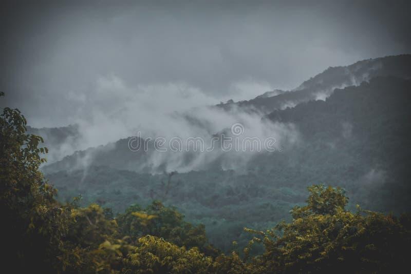 Vista superior das montanhas do bandadka foto de stock