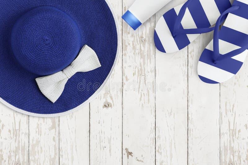 Vista superior de acessórios azuis da praia do verão nas férias do feriado do mar do fundo e no conceito de madeira brancos do cu fotografia de stock