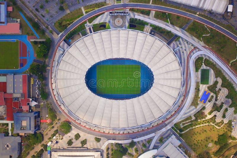 Vista superior de Bukit Jalil National Stadium e de jardim da paisagem em Kuala Lumpur, Malásia Cidade urbana em Ásia imagens de stock