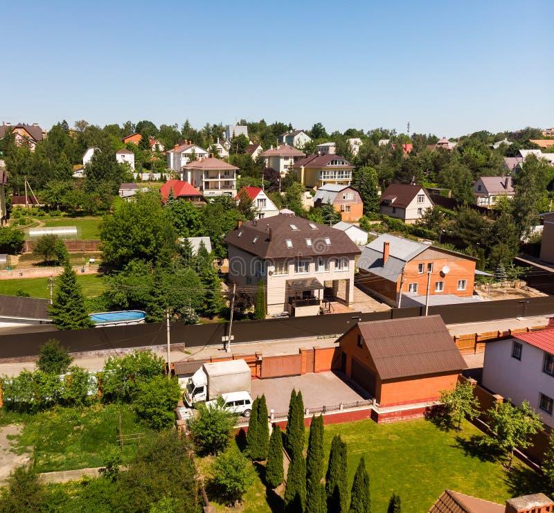 Vista superior de casas rurais na região de Moscou, Rússia imagens de stock