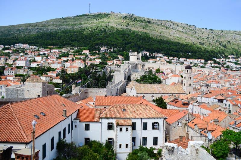Vista superior de casas velhas na cidade velha de Dubrovnik fotos de stock