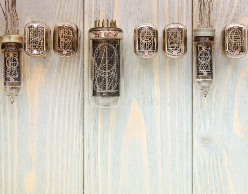 Vista superior de diversos tubos del nixie en fondo de madera imagen de archivo libre de regalías