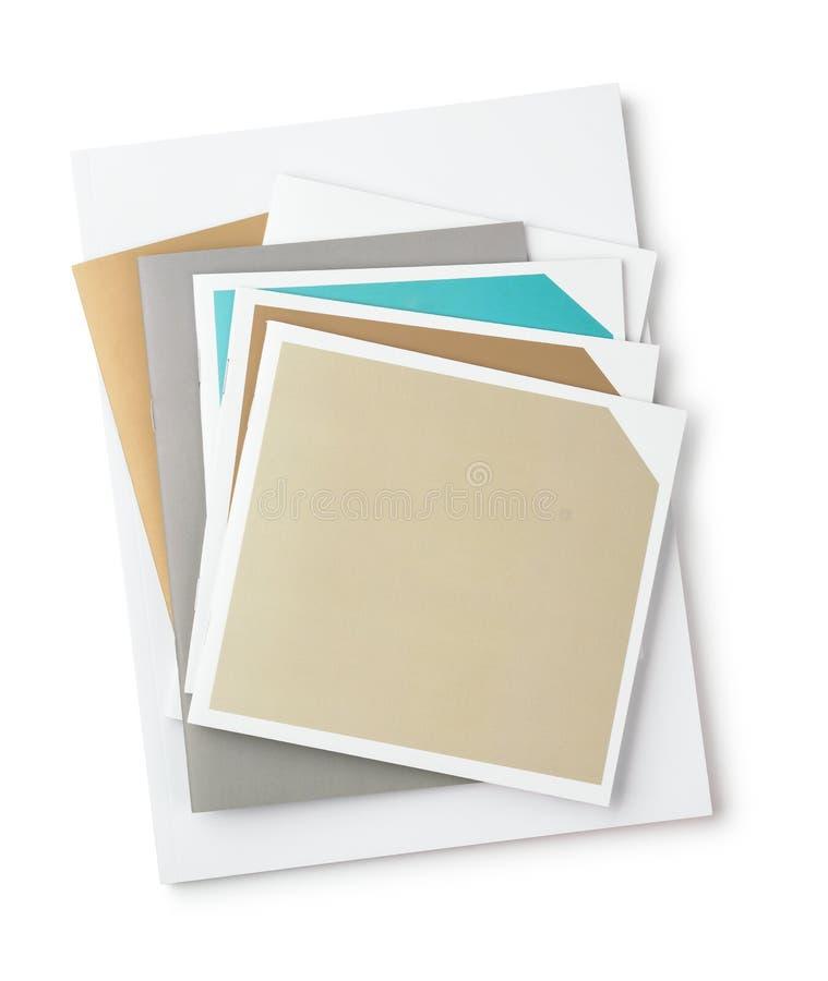 Vista superior de folletos en blanco imagenes de archivo