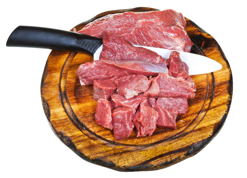 Vista superior de la carne cruda del corte en el tablero de madera foto de archivo