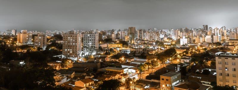 Vista superior de la ciudad de Campinas, SP el Brasil imagen de archivo