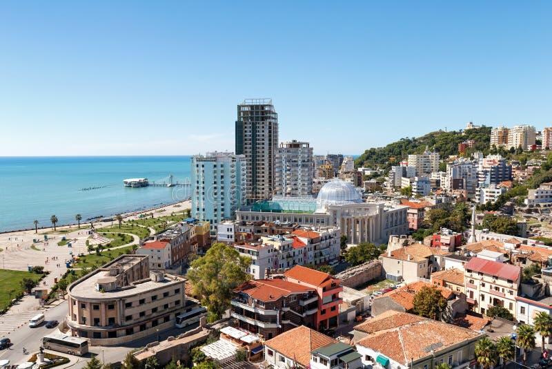 Vista superior de la ciudad Durres, Albania imagen de archivo
