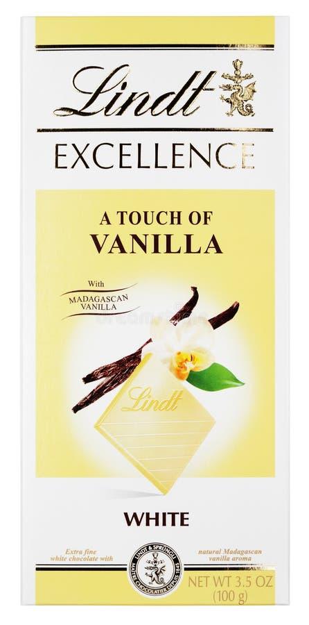 Vista superior de la EXCELENCIA de Lindt un toque de barra de chocolate blanca suiza de la vainilla aislada en blanco fotografía de archivo libre de regalías