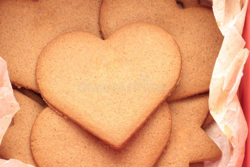 Vista superior de la galleta formada amor imagenes de archivo