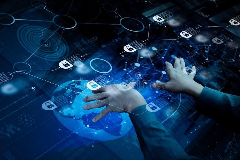 vista superior de la mano del hombre de negocios que trabaja con tecnología moderna y imagen de archivo