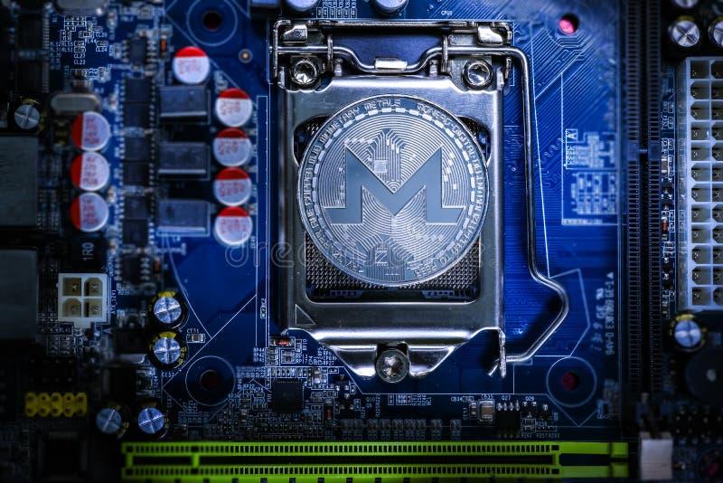 Vista superior de la moneda física del cryptocurrency de Monero fotos de archivo