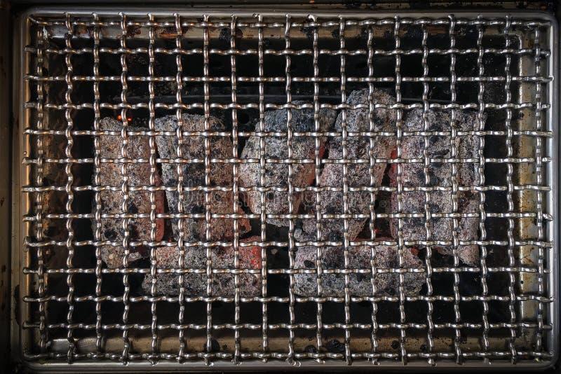 Vista superior de la parrilla vacía del carbón de leña imagen de archivo libre de regalías