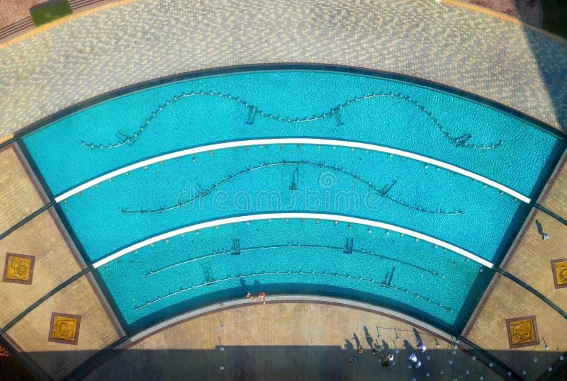 Vista superior de la piscina imagen de archivo
