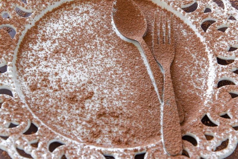 Vista superior de la placa vacía del postre en fondo oscuro Fondo delicioso del chocolate con el espacio para el texto imagenes de archivo