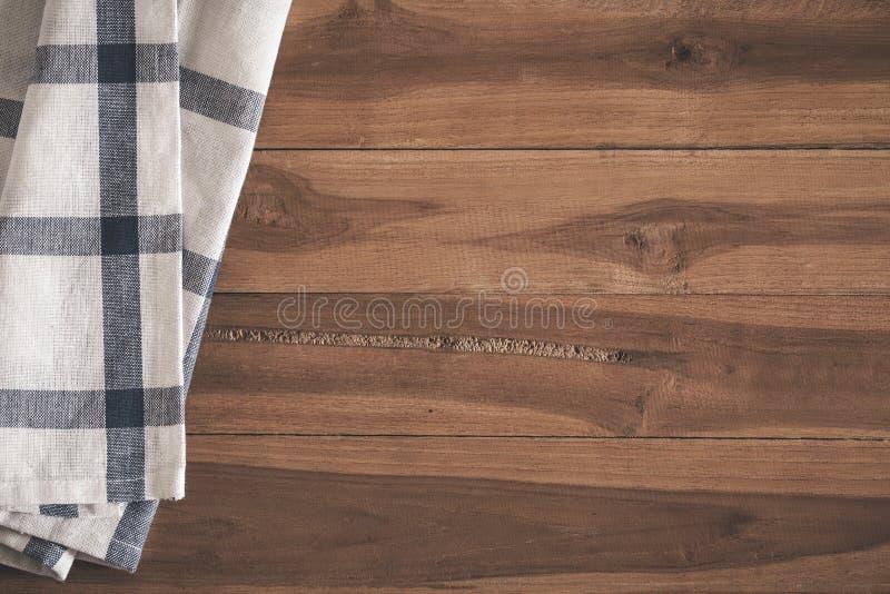 Vista superior de la servilleta en viejo fondo de madera vacío fotos de archivo