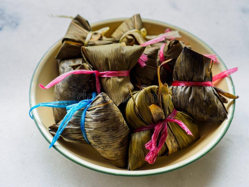 Vista superior de las bolas de masa hervida asiáticas Zongzi del arroz imágenes de archivo libres de regalías