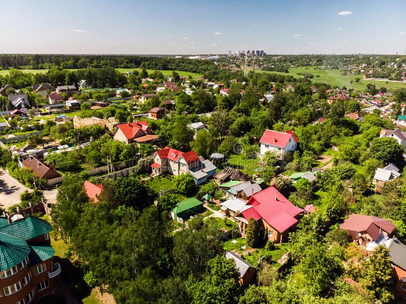 Vista superior de las casas rurales en la región de Moscú, Rusia imágenes de archivo libres de regalías
