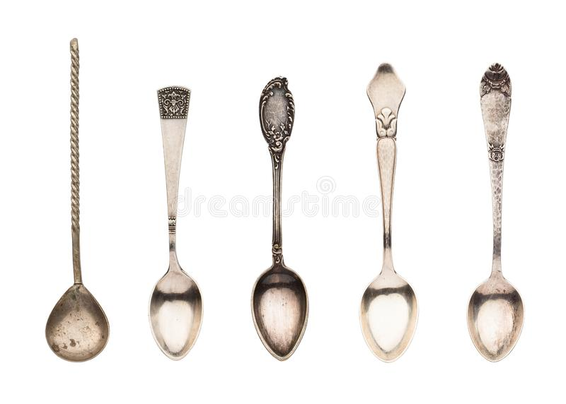 Vista superior de las cucharas hermosas de plata viejas determinadas del té aisladas en el fondo blanco imagenes de archivo