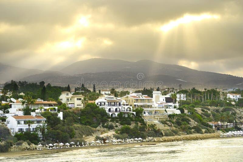 Vista superior de los bancos de la bahía de Paphos, Chipre, durante la salida del sol de la mañana fotos de archivo libres de regalías