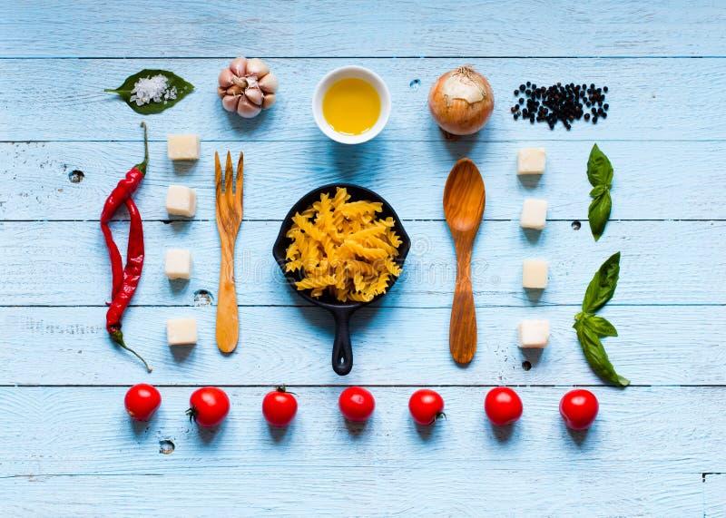 Vista superior de todo el componente necesario de la comida para hacer una obra clásica i fotografía de archivo