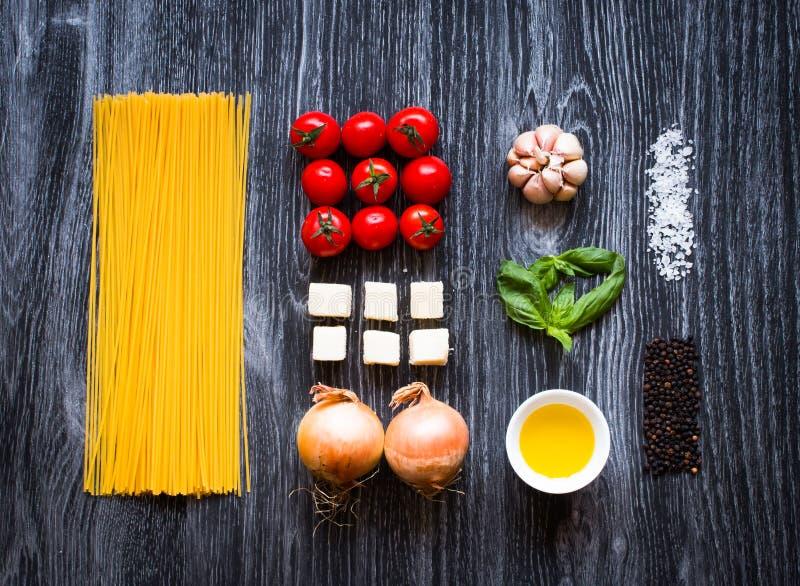 Vista superior de todo el componente necesario de la comida para hacer una obra clásica i fotos de archivo