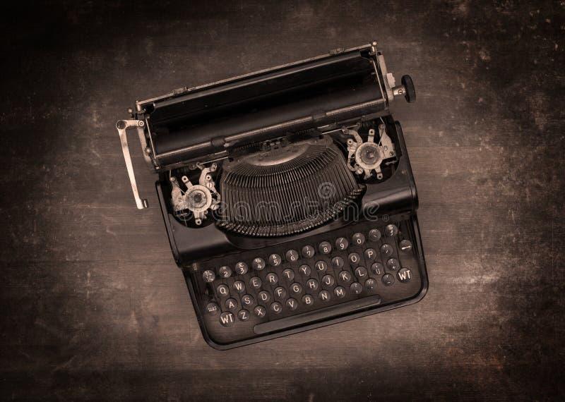 Vista superior de una máquina de escribir vieja fotografía de archivo