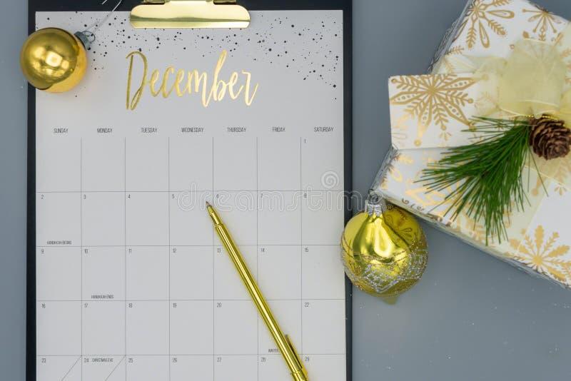 Vista superior del calendario de diciembre imágenes de archivo libres de regalías