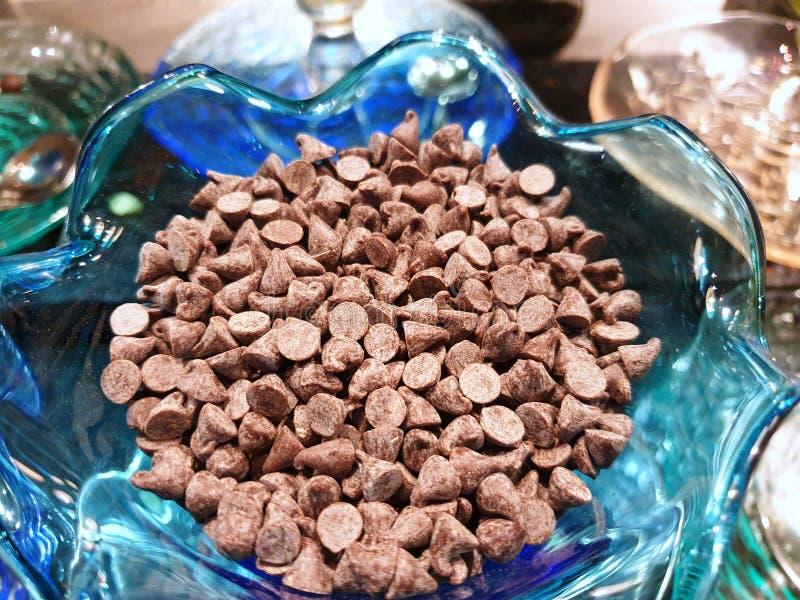 Vista superior del caramelo de chocolate oscuro en el cristal en café fotos de archivo libres de regalías